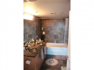 Master Spa Bath w/dual sinks and Jetted Tub